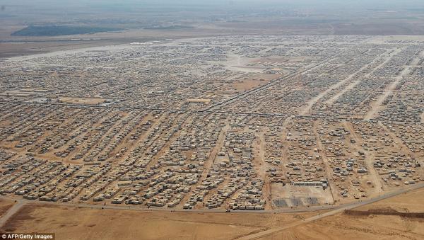 مليونا ونص لاجئ هم المسجلون في سجلات المفوضية العليا لشؤون اللاجئين في دول جوار سورية-الصورة لمخيم الزعتري في الأردن
