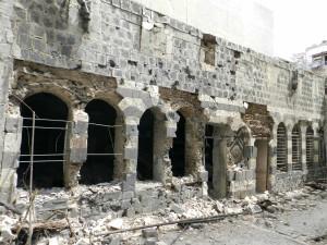 لم تسلم المناطق الأثرية والدينية من القصف العشوائي الذي استمر بلا توقف لأكثر من عامين على المدينة