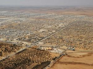 حوالي 3 ملايين لاجئ مسجل مع مفوضية شؤون اللاجئين، وأكثر من مليونان من اللاجئين من غير المسجلين