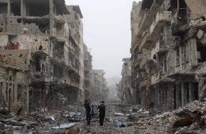 تعرّضت مدينة دير الزور لقصف بمختلف الأسلحة على مدار ثلاث أعوام-الصورة من The Atlantic  بتاريخ 3/3/2013