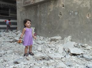 لا يملك الأطفال السوريون المنقطعون عن التعليم برامج بديلة تساعدهم في تجاوز الآثار النفسية والاجتماعية للعنف الذي يعيشونه