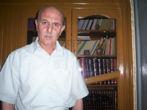 رغم أنه يبلغ من العمر حوالي سبعين عاماً، قامت النصرة باختطاف الأديب الخطيب