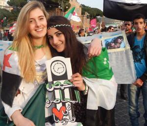 كانت الرهينتان متطوعتان في خدمة اللاجئين السوريين في إيطاليا، ومن المناصرات للشعب السوري