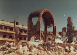 وصل عدد قليل من الصور للمدينة بعد المجزرة، بمقارنة مع حجم الدمار الذي لحق بالمدينة، والعدد الكبير من الضحايا