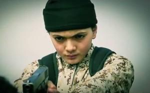 قام طفل يرتدي الملابس العسكري بإعدام الشاب مسلم
