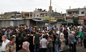 تجمع للمواطنين في مكان الانفجار
