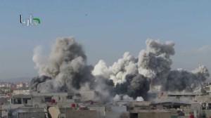 لحظة سقوط برميل متفجر في مدينة داريا