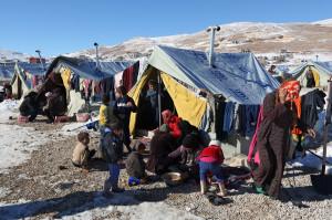 رفضت الحكومة اللبنانية افتتاح مخيمات رسمية للاجئين السوريين، مما تسبب في الحد من قدرة المنظمات الدولية على تقديم الخدمات لهم