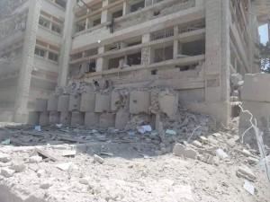 مبنى العيادات الشاملة في إدلب بعد استهدافه