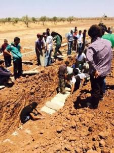 دفن ضحايا المجزرة