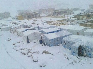 أدّت الظروف الجوية على مدار الأعوام السابقة إلى وفاة العديد من اللاجئين، معظمهم من الأطفال