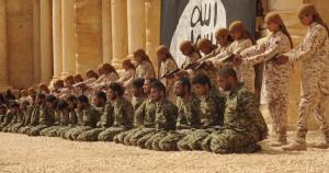 تم تنفيذ عملية الإعدام الجماعية على يد 25 طفلاً ارتدوا ملابس داعش العسكرية