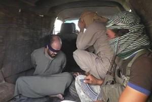 اتهم الأشخاص الخمسة بمشاركتهم في الأعمال القتالية إلى جانب قوات النظام