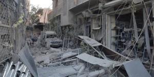 من آثار القصف الذي استهدف المدينة يوم أمس