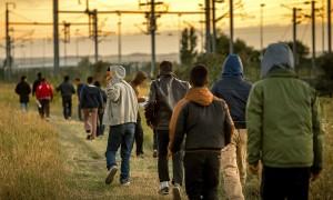 لاجئون في ميناء كاليه الفرنسي يحاولون الوصول إلى الأراضي البريطانية