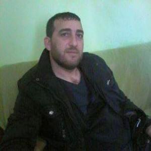 حسب الشهادات فإن المجرم الذي يظهر في الفلم هو باسل بريدي من قرية الصحن التابعة لناحية صافيتا في ريف طرطوس