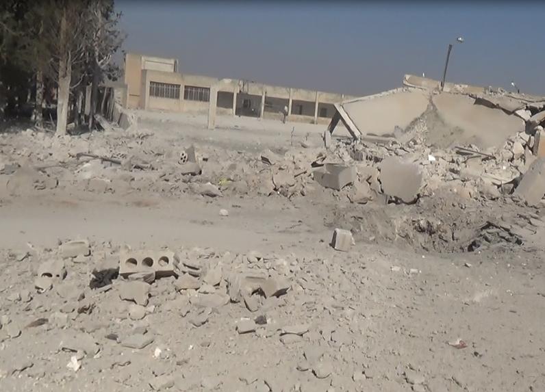 من آثار الغارات التي استهدفت بلدة سرمين هذا اليوم