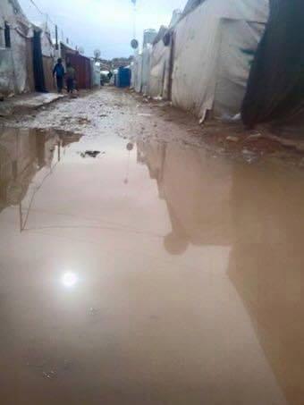 أرتفع منسوب المياه في بعض مناطق عرسال حتى غمر أرضيات الخيم