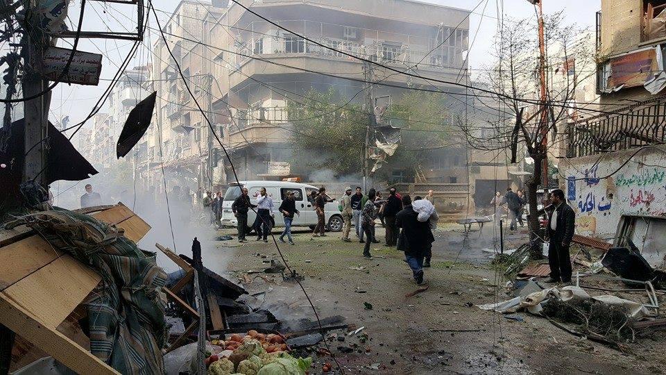 من آثار القصف الذي استهدف مدينة دوما