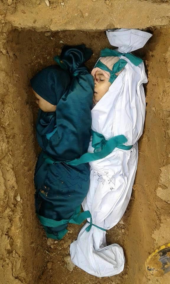 دفن طفلين من ضحايا مجزرة دوما هذا اليوم