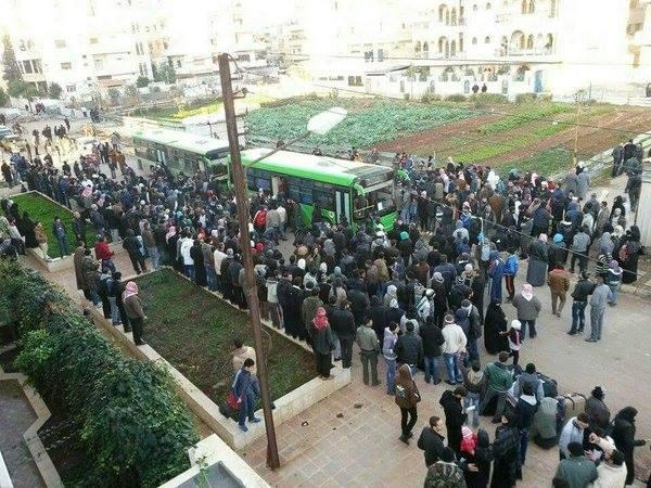 خرج 300 مقاتل في 14 حافلة