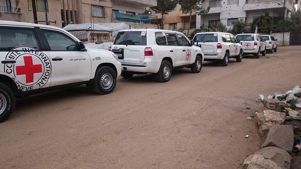 دخل وفد من الصليب الأحمر بالتزامن مع وصول قافلة المساعدات الثالثة