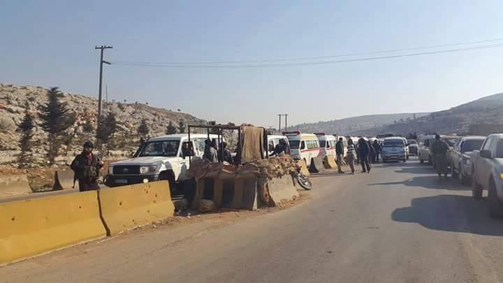 وصول جرحى كفريا والفوعة إلى معبر باب الهوى في ريف إدلب