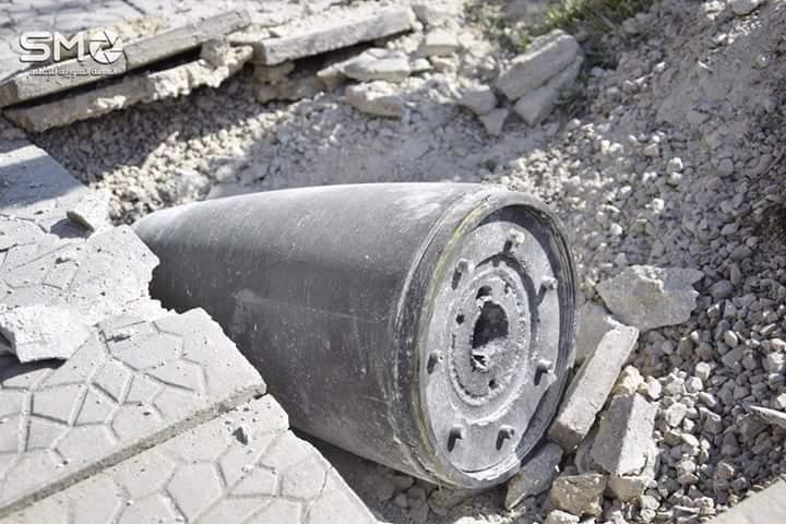 بقايا الصاروخ الذي تم استخدامه في استهداف مدينة دوما صباح الثلاثاء