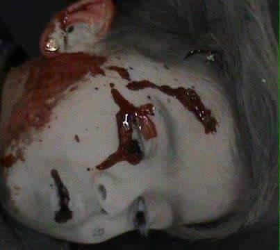 أدى القصف إلى مقتل الطفلة يمنى بللة
