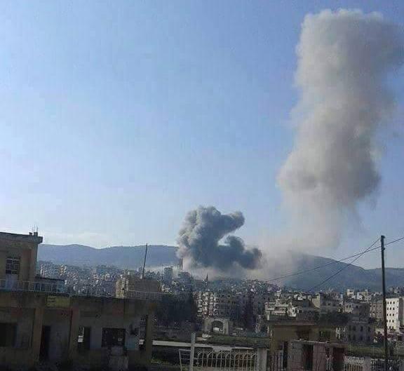 لحظة استهداف الطيران الحربي لمدينة جسر الشغور