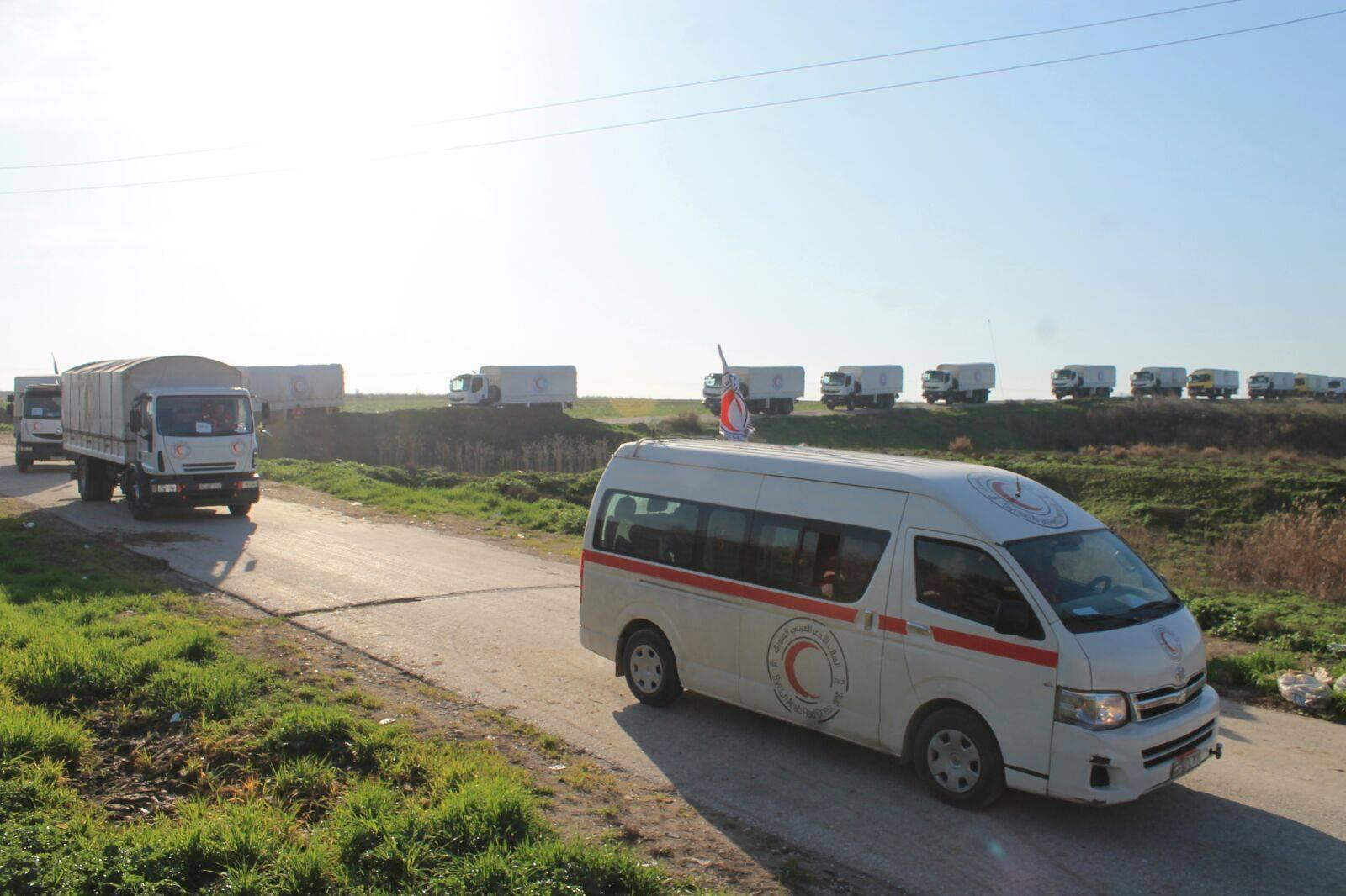 بالتزامن مع دخول المساعدات إلى مضايا، دخلت قافلة من الشاحنات إلى كفريا والفوعة