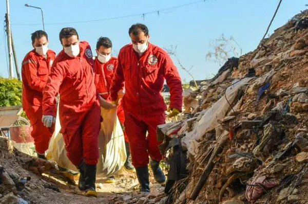 قامت منظمة الهلال الأحمر بجمع الجثث في قرية الزارة ونقلتها إلى مشافي حمص وحماة