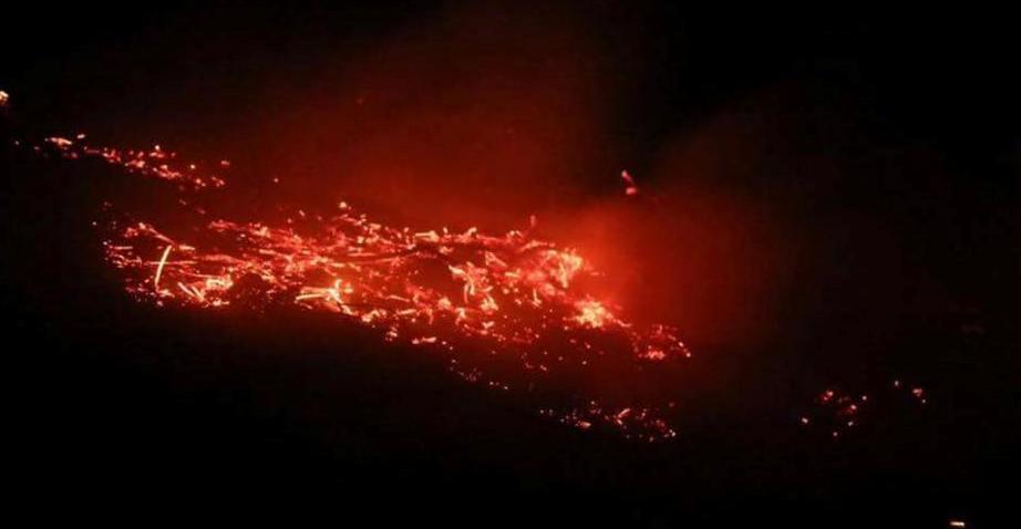 اشتعلت الحرائق في بلدة قبتان الجبل نتيجة للقصف الفسفوري