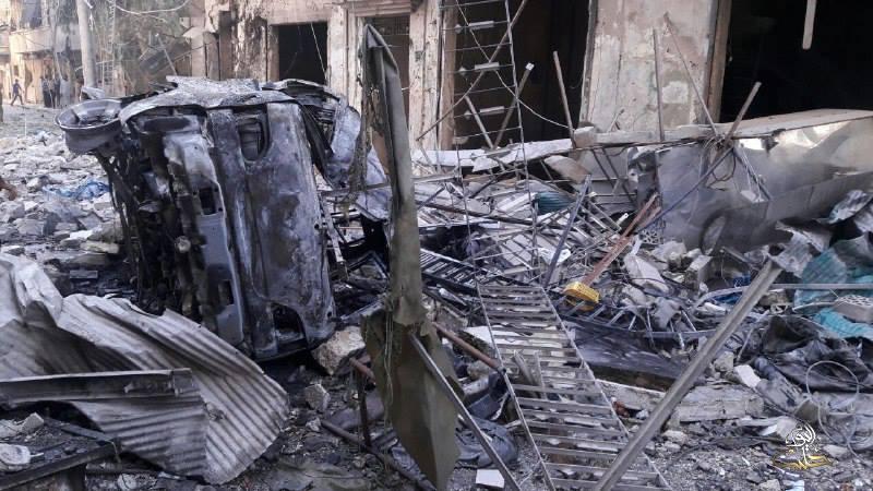 من آثار القصف على حي المشهد