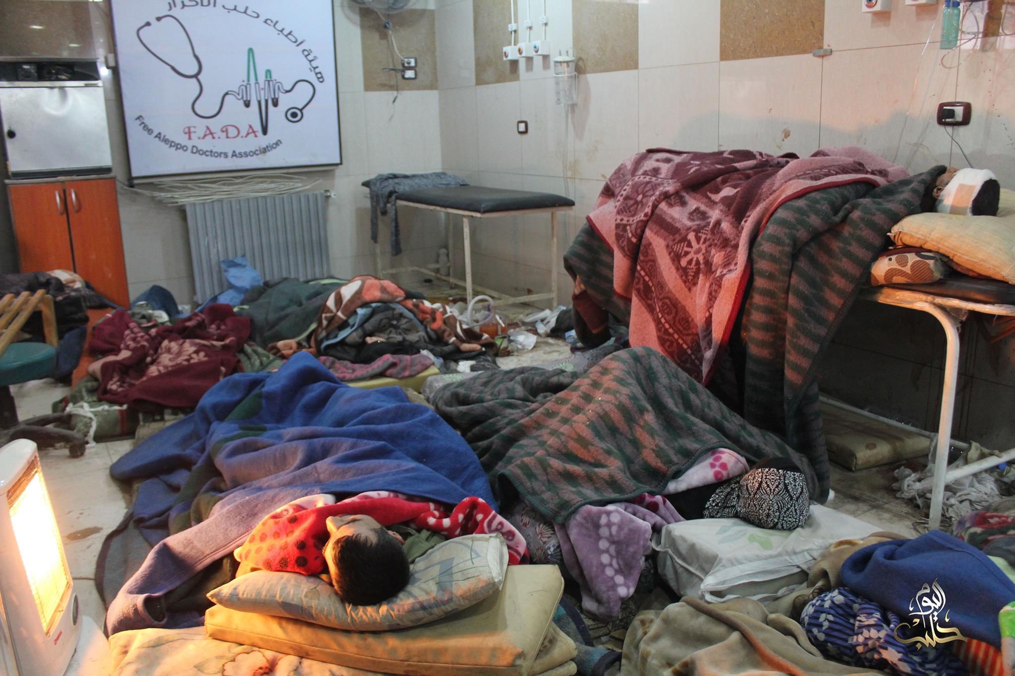 جرحى في مستشفى القدس في داخل المناطق المحاصرة في حلب اليوم ينامون على الأرض في درجة حرارة تقل عن الصفر