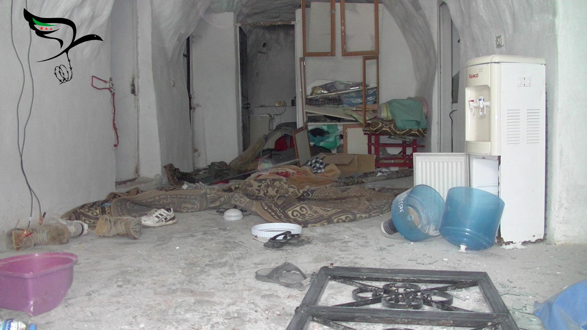 أدّى القصف الروسي على معرزيتا إلى تدمير نقطة طبية ومقتل أربعة من الطواقم الطبية -عدسة اللجنة السورية لحقوق الإنسان