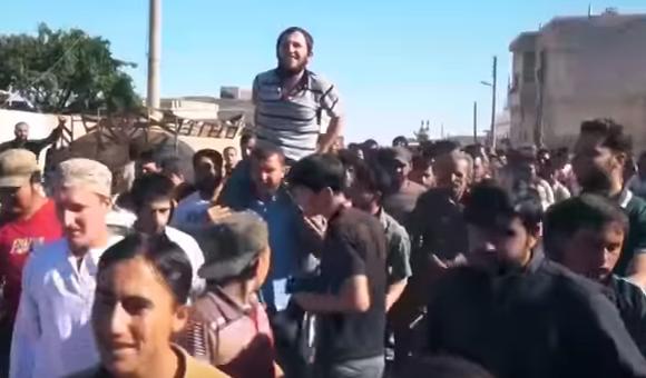 من الاستقبال الشعبي للأسير المحرر محمد عبد الكريم دغيم في بلدة جرجناز في ريف إدلب