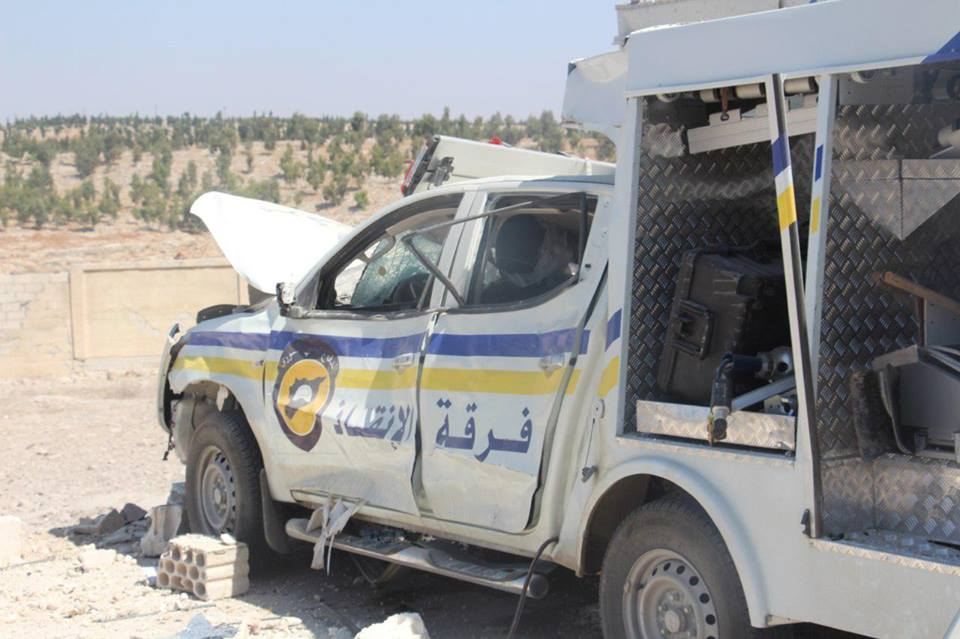 أدّى القصف على مركز الدفاع المدني في كفرنبل إلى إلحاق أضرار مادية بعدد من آليات المركز