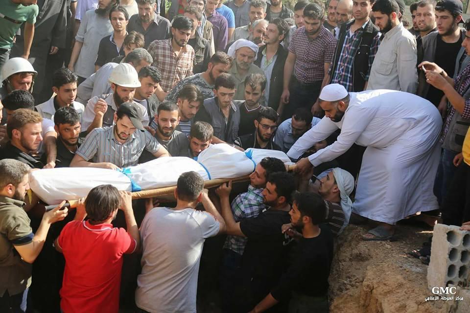 من مراسم دفن محمود قدادو مدير الدفاع المدني