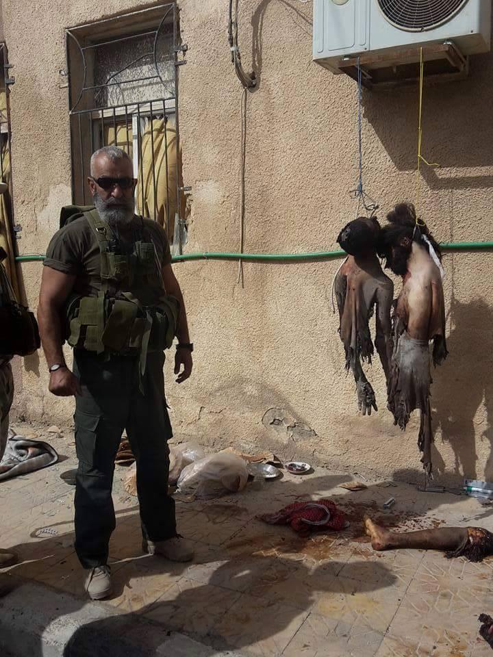 نشر زهر الدين على صفحته على فيسبوك صوراً له مع أشلاء بشرية مقطّعة