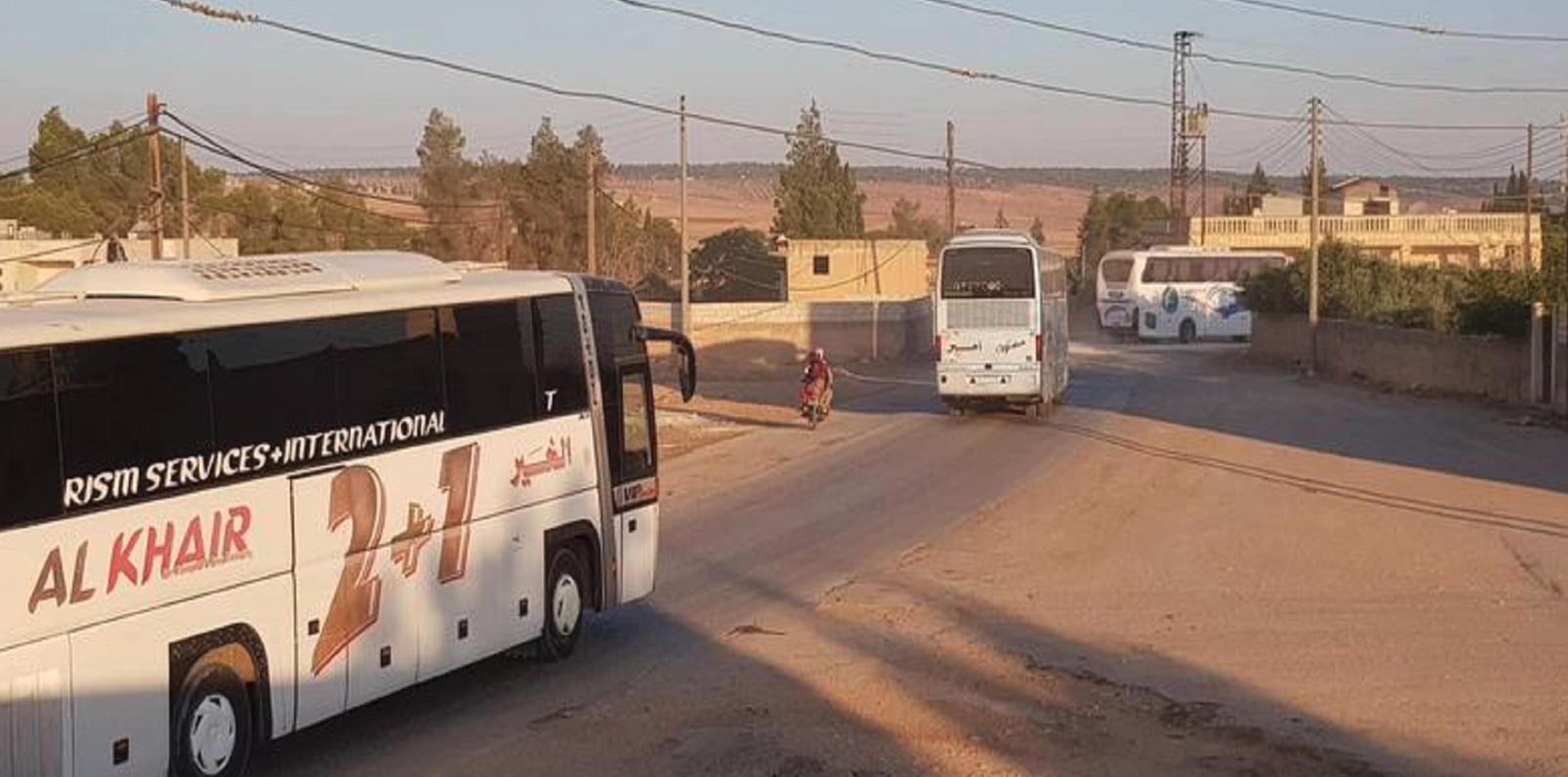 دخلت قافلة من الحافلات يوم الثلاثاء إلى كفريا والفوعة لبدء عملية الإجلاء